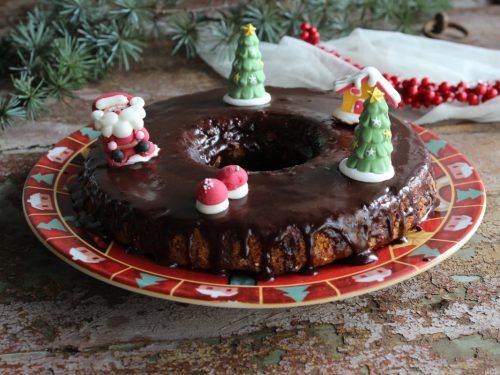 Torta di Natale speziata ricetta ciambella natalizia glassata al cioccolato