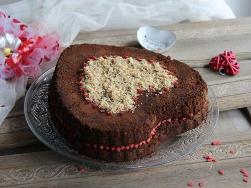 Torta cuore nocciolata ricetta per San Valentino yogurt mascarpone Nutella