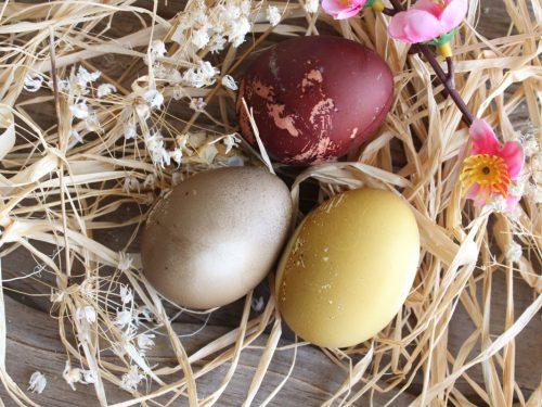 Come fare le uova di Pasqua con colori naturali ricetta casalinga
