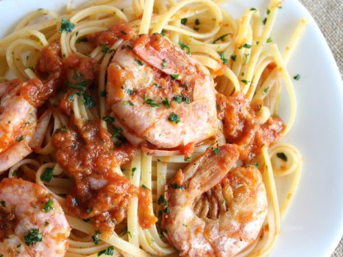 Linguine con gamberoni al pomodoro ricetta primo piatto veloce di pesce