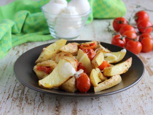 Ricetta patate alla pizzaiola con la buccia al forno con pomodoro