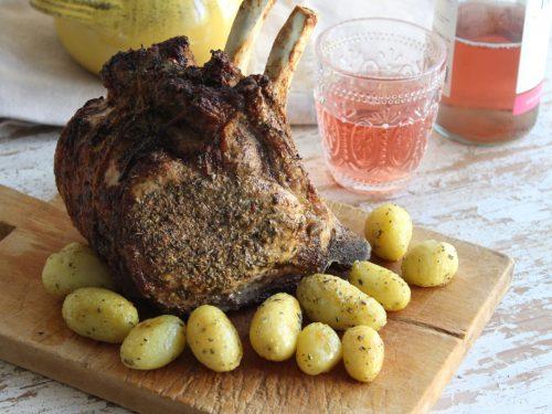 Come fare il carrè di maiale al forno agli aromi ricetta semplice con patate novelle