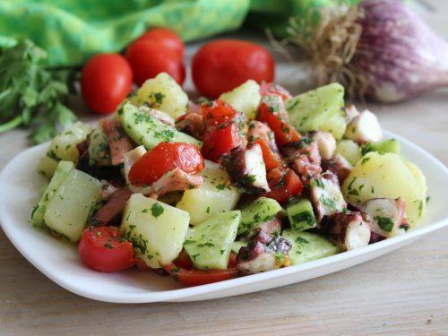 Come fare l'insalata di polpo ricetta estiva con patate e cetrioli facile veloce