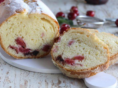 Plum cake alle ciliegie e confettura di ciliegie ricetta colazione merenda.