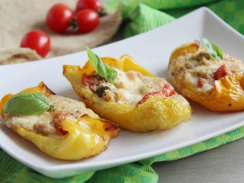 Peperoni ripieni di mozzarella tonno e pomodori ricetta cottura 15 minuti