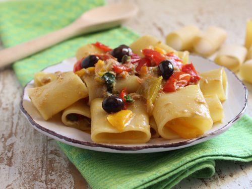 Paccheri con peperoni e tonno ricetta semplice di pasta estiva mare monti