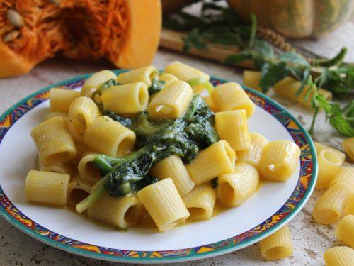 Pasta con crema di zucca e spinaci ricetta facile con verdure autunnali primo piatto