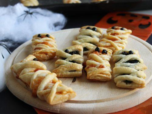 Ricetta mummia di pasta sfoglia gusto pizza o spinaci per Halloween