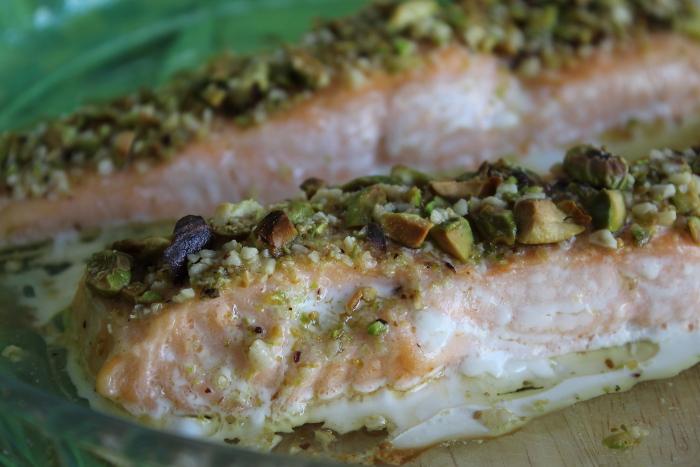 Salmone al forno con granella di pistacchio