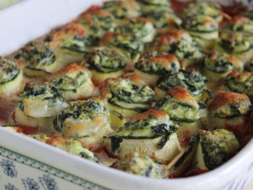 Involtini di zucchine vegetariani al forno gratinati con sugo ricotta e spinaci