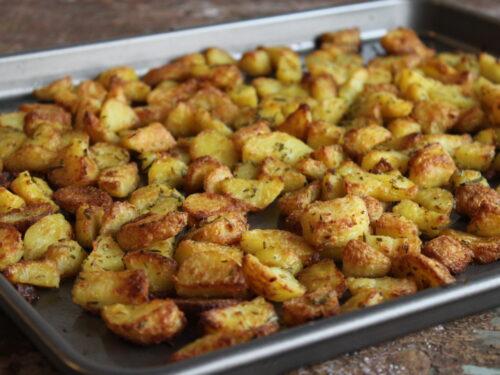 Patate al forno croccanti come fritte sfiziose gustose prima bollite ricetta