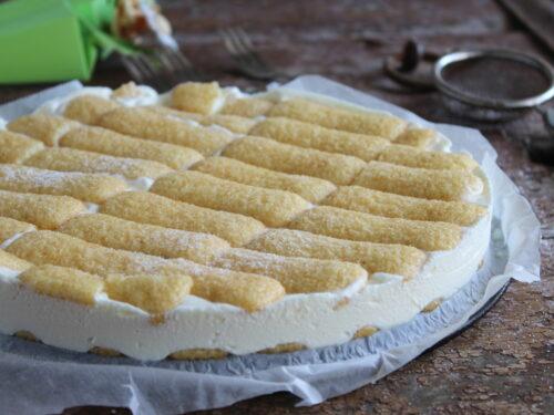 Torta paradiso fredda con pavesini e crema al latte dolce senza forno
