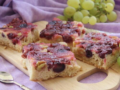 Torta con uva nera senza semi con olio ricetta rovesciata senza burro