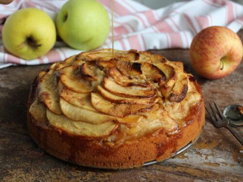 Torta di mele e cannella senza burro ricetta soffice con sciroppo d'acero