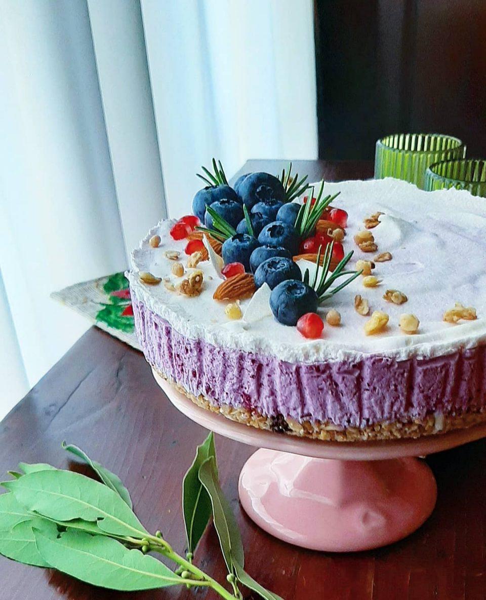 Cheesecake al muesli, mirtilli e panna