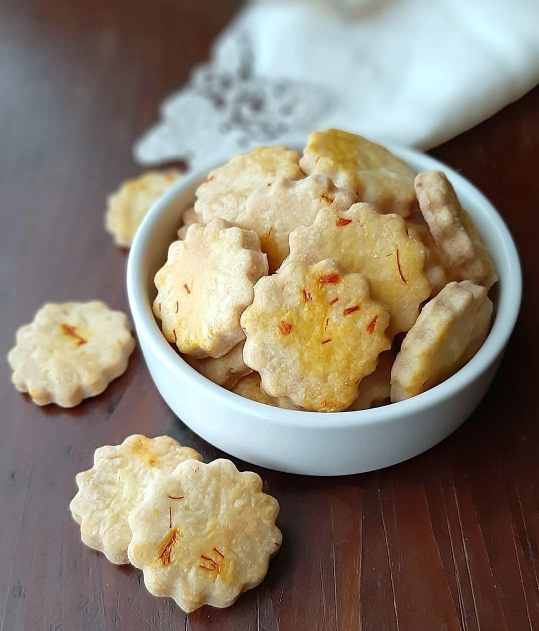 Biscottini salati allo zafferano in pistilli