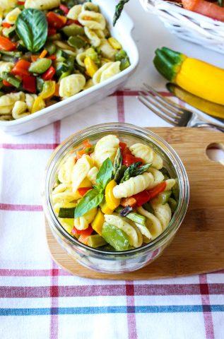 orecchiette estive con zucchine, peperoni e asparagi