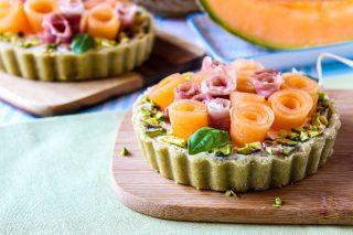 crostatine salate con ricotta, prosciutto e melone