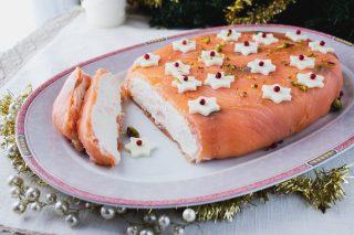 sformato di salmone con ricotta e stelline al pepe rosa