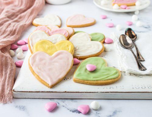 Biscotti a cuore con glassa colorata