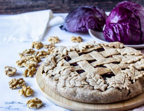 Crostata integrale con noci e cavolo viola