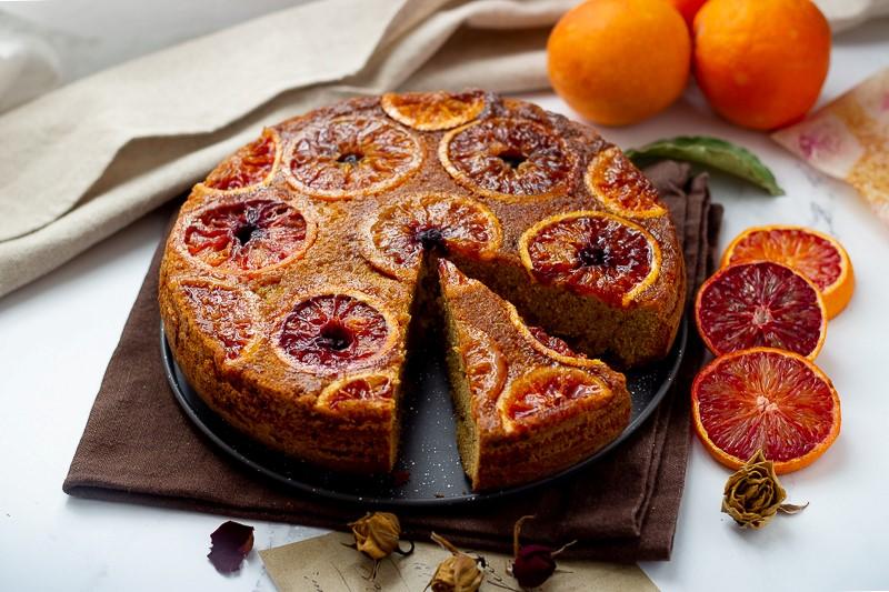 Torta rovesciata con arance e mirtilli