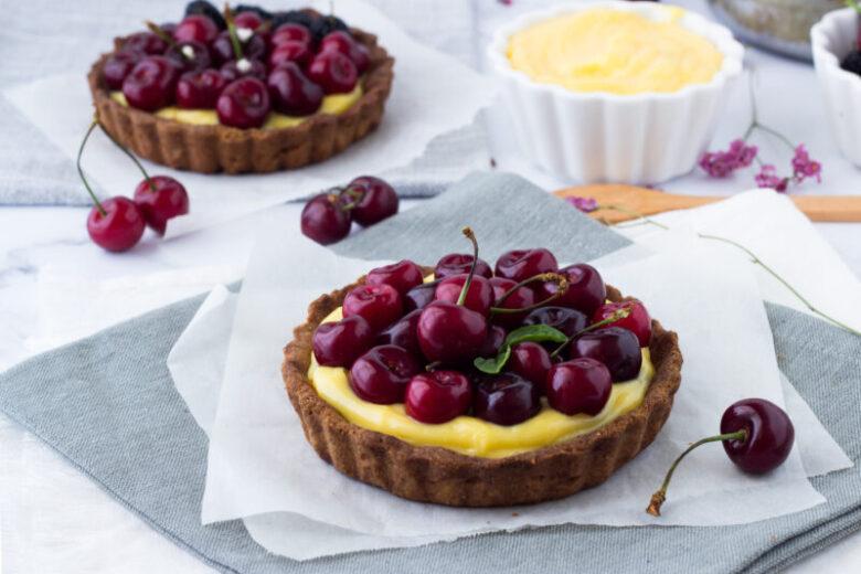 Crostatine di ciliegie e crema pasticcera