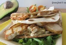 Tortillas con pollo avocado e salsa al curry