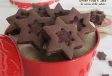 Biscottini al cacao con marmellata di fragoline