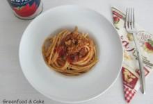 Spaghettata al pomodoro e pan profumato