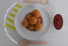 Mini arancini di riso con salsa di pomodoro al basilico