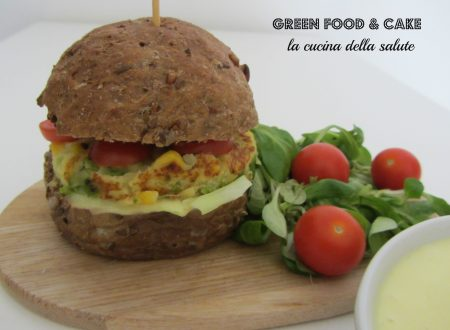 Burger vegetariano con mayonese allo yogurt greco