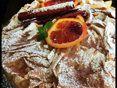 Portokalopita, il dolce Greco a base di Arance. Croccante fuori e morbido dentro.