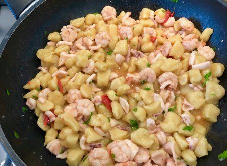 Gnocchi con gamberetti e calamari