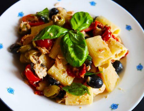 Pasta Fredda con Tonno, Olive , Pomodorini Secchi