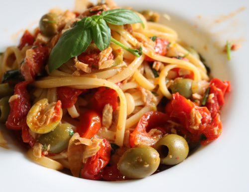 Linguine Pomodorini , Tonno e Olive