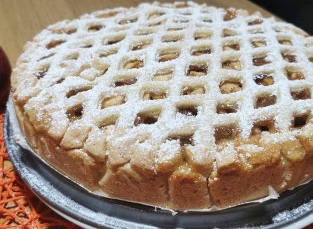 Crostata di mele e marmellata con pasta frolla all'olio