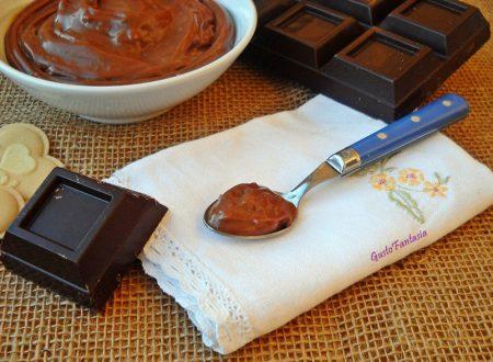 Crema pasticcera al cioccolato senza uova