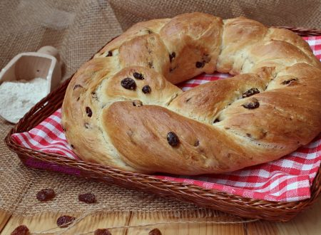 Corona di pane all' uvetta