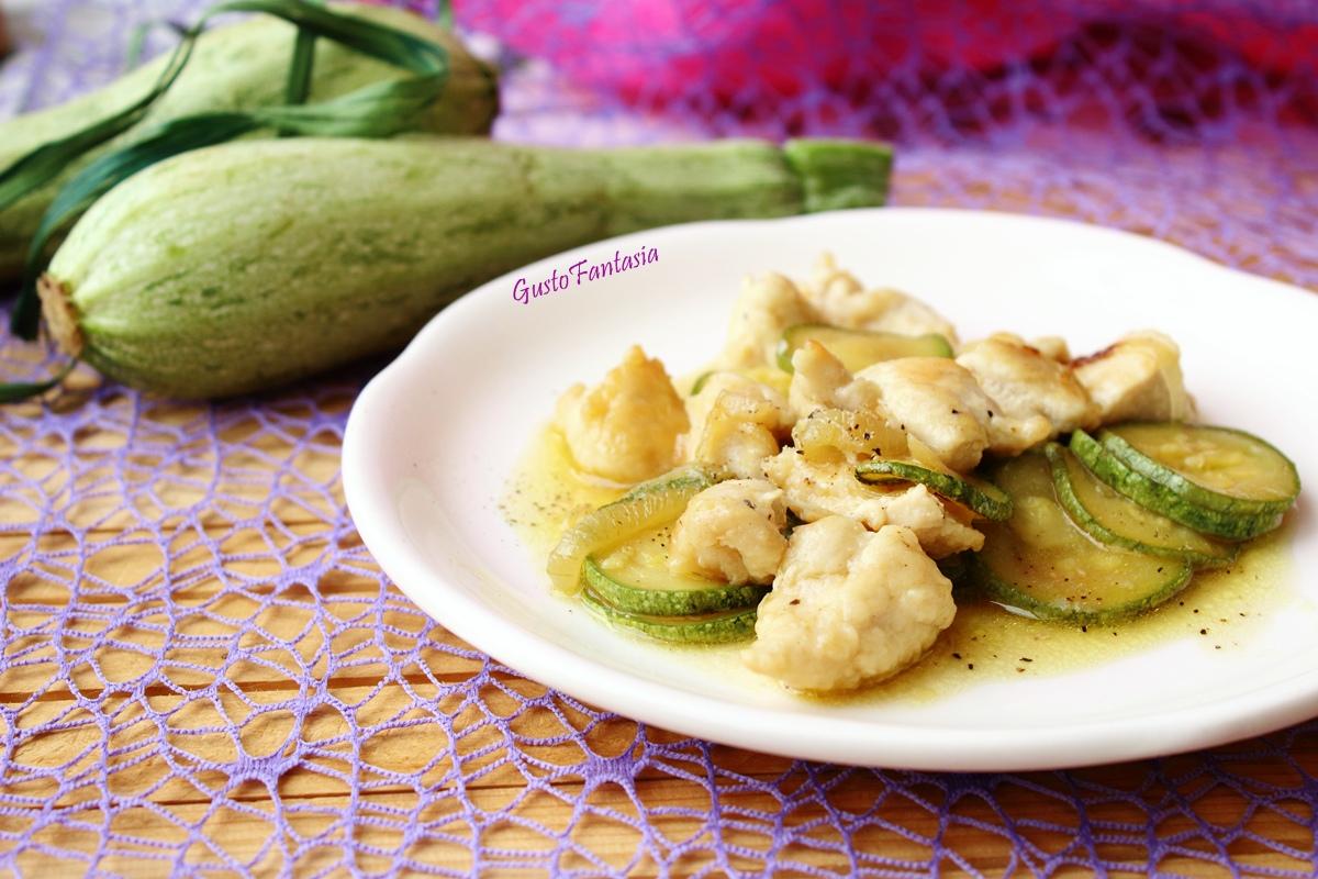 Petto di pollo con zucchine