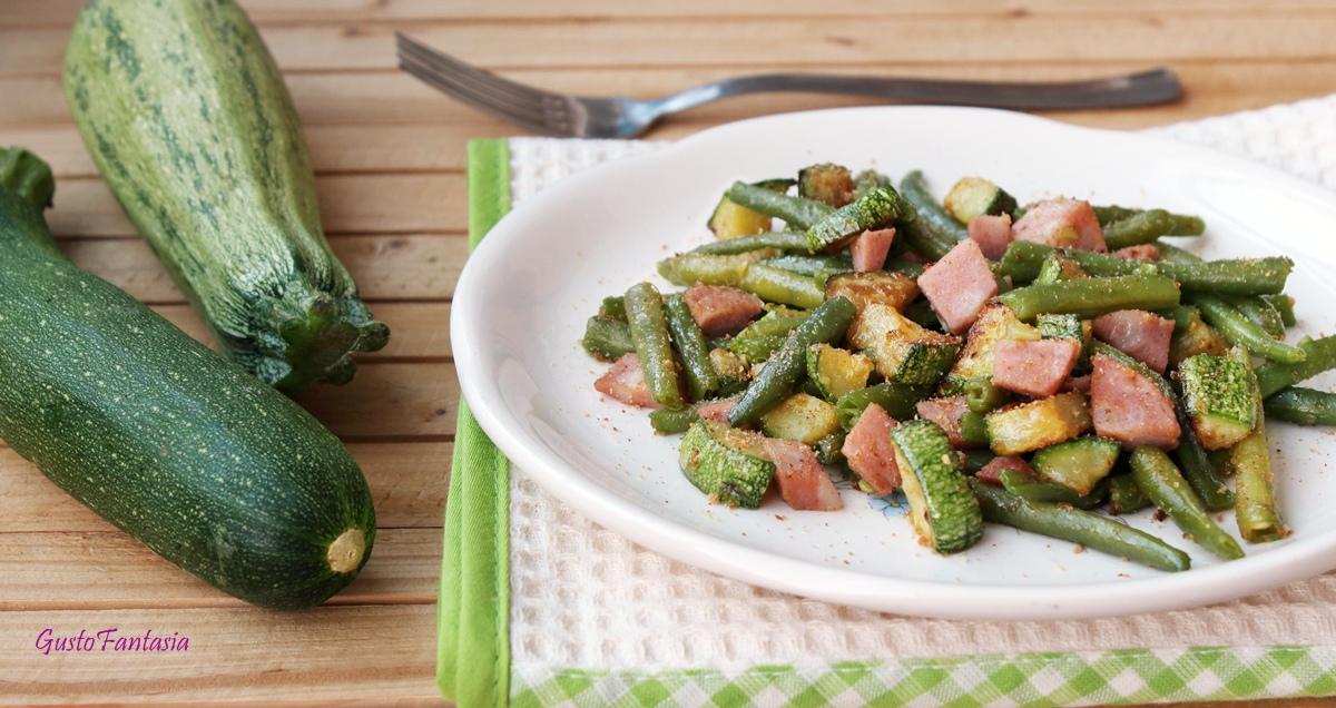 Contorno di zucchine e fagiolini con mortadella