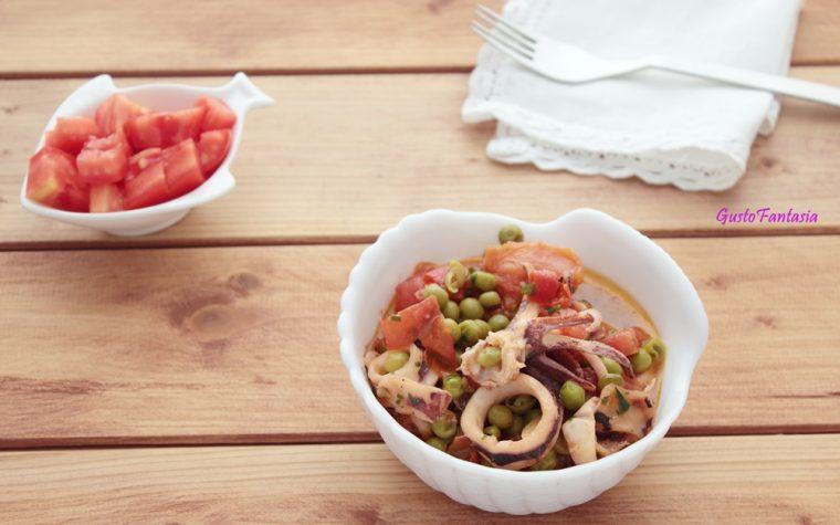 Calamari con piselli e pomodoro