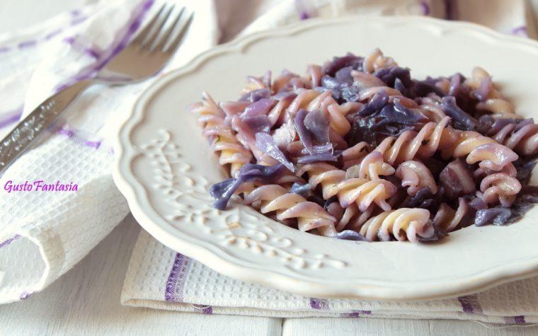 Pasta con cavolo viola e guanciale