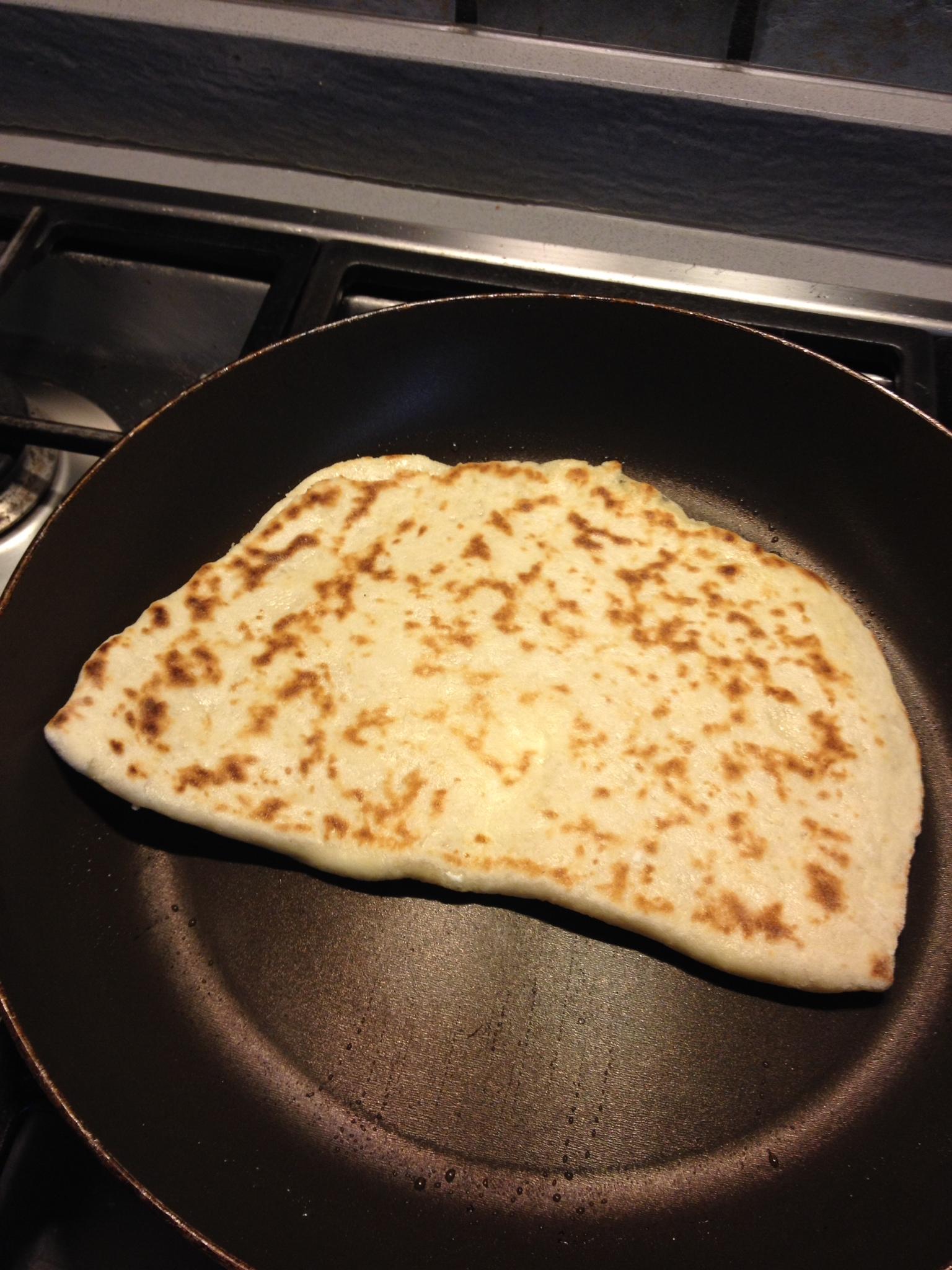 Cheese naan in cottura
