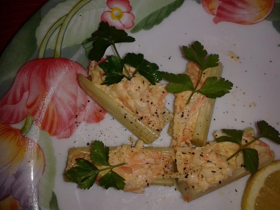 insalata cruda con maionese, piatto tipico rumeno