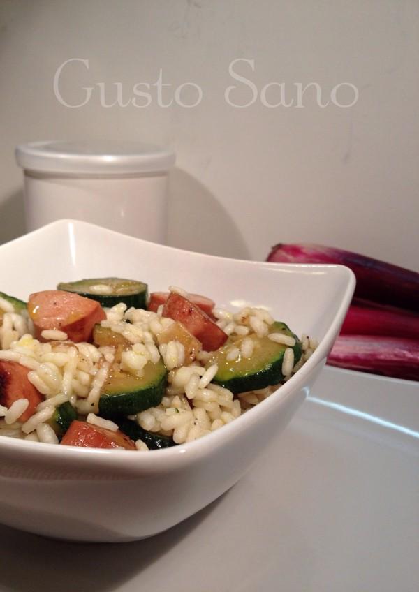 riso bianco con wurstel e zucchine