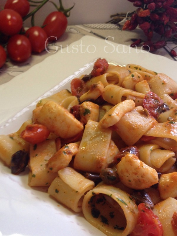 calamarata con anelli di totano e pomodorini secchi