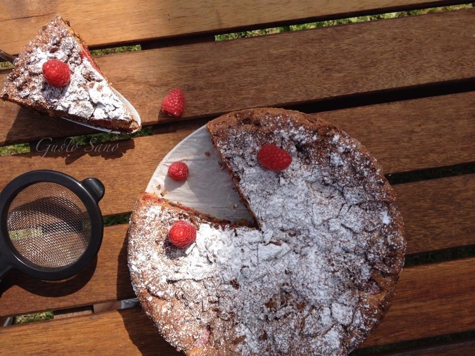 torta lamponi biscotti e cioccolato