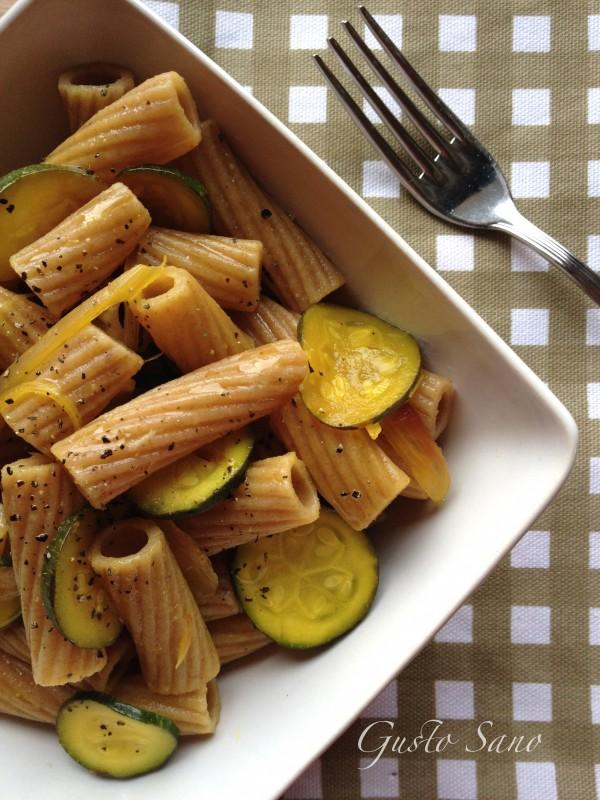 pasta integrale con zucchine e zafferano