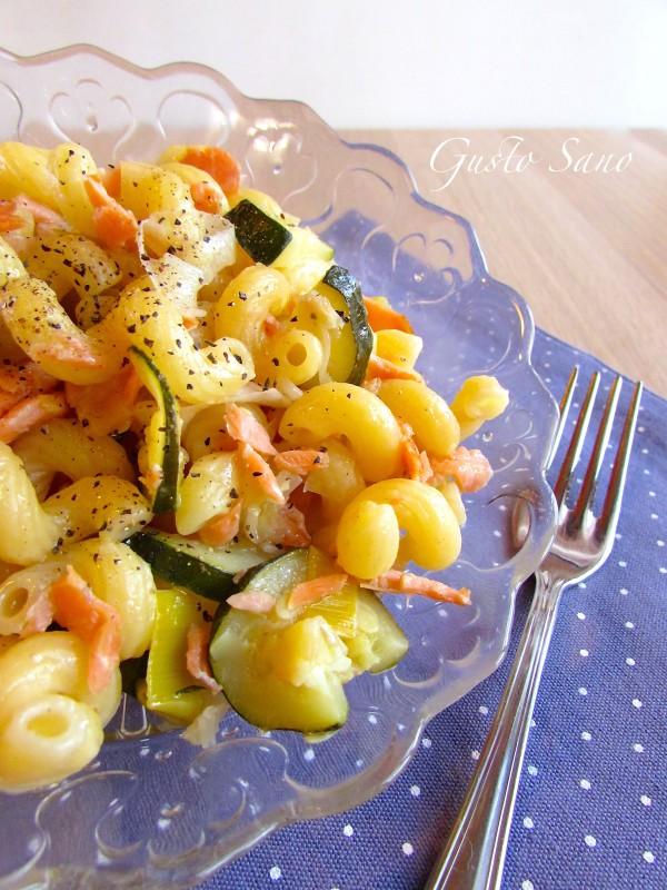 pasta salmone zucchine e porri